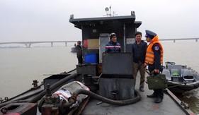 BTL Vùng Cảnh sát biển 1 tạm giữ tàu dầu vi phạm