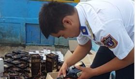 Cụm Trinh sát số 2 bắt giữ tàu cá vận chuyển thuốc lá và rượu không có giấy tờ hợp pháp