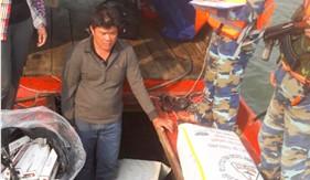 BTL Vùng Cảnh sát biển 4 bắt giữ hơn 8.500 bao thuốc lá nhập lậu