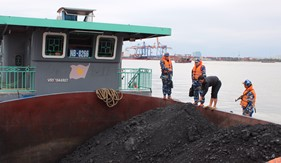 Cụm Trinh sát số 1 bắt giữ tàu vận chuyển gần 700 tấn than bất hợp pháp