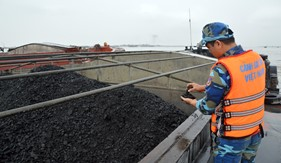 BTL Vùng Cảnh sát biển 1 tạm giữ tàu chở than vi phạm