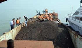 BTL Vùng Cảnh sát biển 1 tạm giữ tàu quặng vi phạm