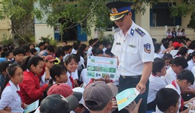 Tuyên truyền biển đảo, phòng chống ma túy cho học sinh, thầy cô giáo các trường thị xã Ninh Hòa
