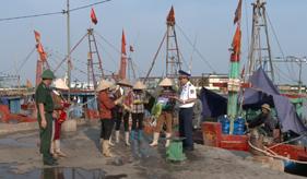 Cục Nghiệp vụ và Pháp luật Cảnh sát biển phối hợp tuyên truyền phòng, chống ma túy cho 450 lượt ngư dân
