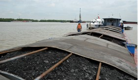 Hơn 300 tấn than vi phạm trên biển bị tạm giữ