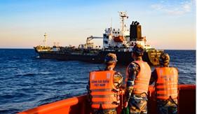 Xử phạt vi phạm hành chính, tịch thu, bán đấu giá tang vật vi phạm trên tàu Pacific Ocean và tàu vỏ sắt không số hiệu