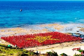 Xác lập Kỷ lục khoảng 3.000 người hát Quốc ca, tạo hình lá cờ Tổ quốc