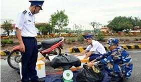 BTL Vùng Cảnh sát biển 1 bắt giữ 30 kg pháo nổ