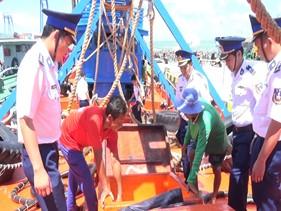 Bộ Tư lệnh Vùng Cảnh sát biển 3 tạm giữ tàu chở dầu DO trái phép