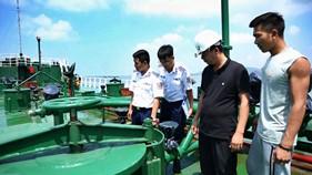 Đoàn Trinh sát số 2 tạm giữ tàu chở 1 triệu lít xăng trái phép