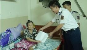 Bộ Tư lệnh Vùng Cảnh sát biển 3 thăm, tặng quà gia đình cán bộ có hoàn cảnh khó khăn
