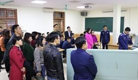 Học viên lớp Bồi dưỡng kiến thức quốc phòng - an ninh đối tượng 3 quận Hà Đông tham quan thực tế tại Trung tâm Đào tạo và bồi dưỡng nghiệp vụ Cảnh sát biển