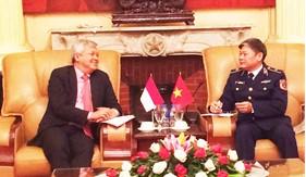 Tư lệnh Cảnh sát biển tiếp và làm việc với Đại sứ quán Indonesia