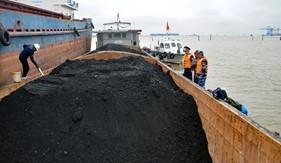 BTL Vùng Cảnh sát biển 1 tạm giữ 700 tấn than không rõ nguồn gốc