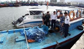 BTL Vùng Cảnh sát biển 2 phối hợp bắt giữ tàu vận chuyển trái phép dầu DO