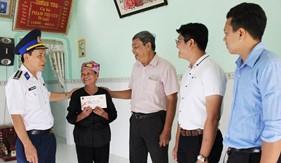 Bộ Tư lệnh Vùng Cảnh sát biển 4 thăm và tặng quà các gia đình chính sách nhân dịp Tết Nguyên đán Kỷ Hợi 2019