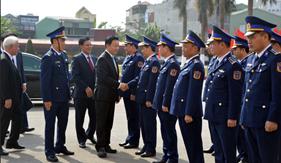 Bộ trưởng Bộ Tài nguyên và Môi trường thăm, chúc Tết cán bộ, chiến sĩ Bộ Tư lệnh Vùng Cảnh sát biển 1