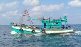 BTL Vùng  Cảnh sát biển 4 tìm kiếm, cứu nạn ngư dân trên tàu cá bị nổ bình gas