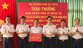 Chính ủy Cảnh sát biển trao thưởng đột xuất cho Tổ công tác BTL Vùng Cảnh sát biển 3