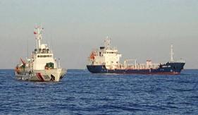 Bộ Tư lệnh Vùng Cảnh sát biển 3 bắt giữ tàu nước ngoài sang mạn trái phép khoảng 3 triệu lít xăng