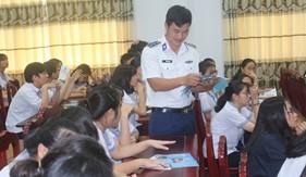 Đoàn Đặc nhiệm PCTP ma túy số 3 tuyên truyền biển, đảo và tác hại của ma túy cho giáo viên, học sinh trường THPT Châu Thành