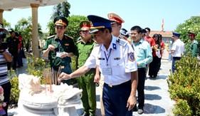 Bộ Tư lệnh Vùng Cảnh sát biển 2 đồng hành với ngư dân Lý Sơn