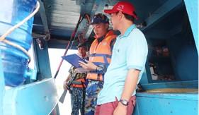 Bộ Tư lệnh Vùng Cảnh sát biển 4 tạm giữ tàu TG 90389-TS vận chuyển dầu DO trái phép