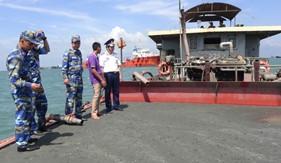 Phối hợp bắt 7 tàu có hành vi khai thác và vận chuyển trái phép cát