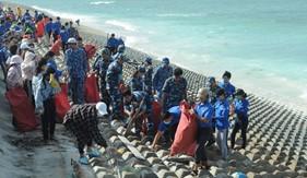 Tuổi trẻ Bộ Tư lệnh Vùng Cảnh sát biển 3 chung tay làm sạch môi trường biển