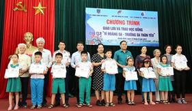Trao học bổng cho con em cán bộ, nhân viên Bộ Tư lệnh Vùng Cảnh sát biển 2