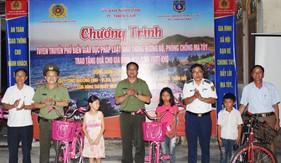 Đoàn Đặc nhiệm PCTP ma túy số 2 phối hợp tuyên truyền tại thị trấn Thiên Cầm, tỉnh Hà Tĩnh