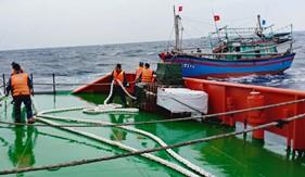 Cảnh sát biển cứu nạn thành công tàu cá NA 95171 TS và 9 ngư dân
