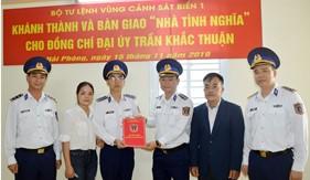 """Bộ Tư lệnh Vùng Cảnh sát biển 1 bàn giao """"Nhà tình nghĩa"""" cho gia đình quân nhân"""