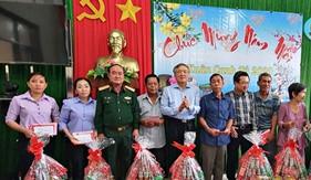 Đoàn công tác các cơ quan Trung ương và Bộ Quốc phòng thăm, chúc Tết quân và dân xã đảo Thổ Châu
