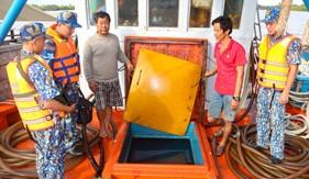 Bộ Tư lệnh Vùng Cảnh sát biển 4 tạm giữ tàu chở 80.000 lít dầu DO không rõ nguồn gốc