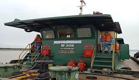 Đoàn Trinh sát số 1 bắt giữ 02 tàu vận chuyển khoảng gần 100.000 lít dầu DO và 6.500 lít nhớt bất hợp pháp