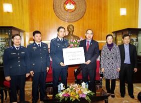 BTL Cảnh sát biển tiếp nhận quà của Ủy ban Trung ương MTTQ Việt Nam