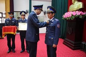 Trao Huy hiệu 40 năm tuổi Đảng cho Thiếu tướng Ngô Ngọc Thu