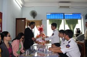 BTL Vùng Cảnh sát biển 2 thăm, tặng quà chúc tết các đối tượng chính sách nhân dịp năm mới 2015