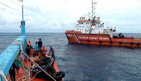 Tàu 9001 BTL Vùng CSB 3 cứu nạn tàu cá bị trôi dạt trên biển