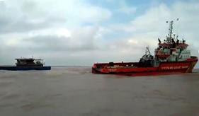 Tàu CSB 9004 lai kéo thành công tàu hàng HD - 2578 bị nạn