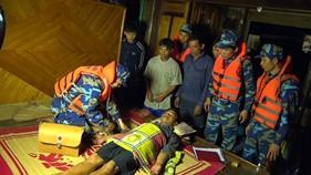 Tàu CSB 9001 cứu nạn 8 thuyền viên gặp nạn trên biển