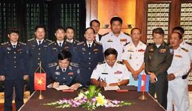 Việt Nam ký kết hợp tác thực thi pháp luật trên biển với Campuchia