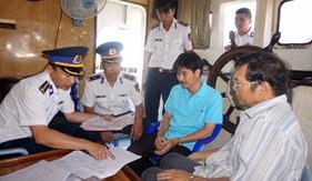 BTL Vùng Cảnh sát biển 3 tạm giữ tàu vận chuyển 32.000 lít dầu DO không rõ nguồn gốc