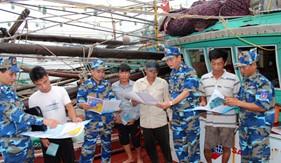 BTL Vùng Cảnh sát biển 1 huấn luyện kiểm tra bắn đạn thật trên biển kết hợp làm tốt công tác dân vận