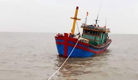 Bộ Tư lệnh Vùng Cảnh sát biển 1 cứu thành công 6 ngư dân  gặp nạn trên biển