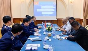 Cảnh sát biển Việt Nam làm việc với Cơ quan thực thi pháp luật Malaysia về vấn đề đánh bắt cá trái phép