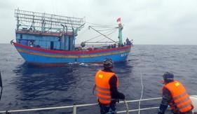 BTL Vùng Cảnh sát biển 1 cứu thành công 2 tàu cá  gặp nạn trên biển Nghệ An