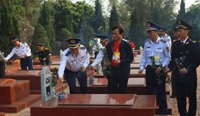 Cảnh sát biển đồng hành với ngư dân huyện đảo Cô Tô