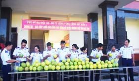 Hải đội 102 giúp nhân dân huyện Hương Khê, Hà Tĩnh khắc phục khó khăn sau lũ